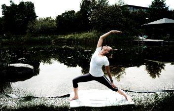 18-11-d0116-yoga-im-garten-jessica-von-bredow-werndl